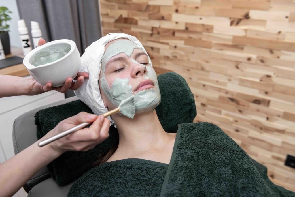 Für den perfekten Teint - Kosmetik für Frauen in Dinkelsbühl
